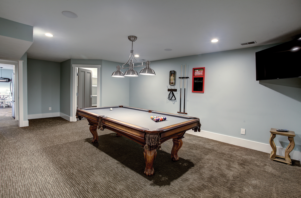 recreation room and pool able