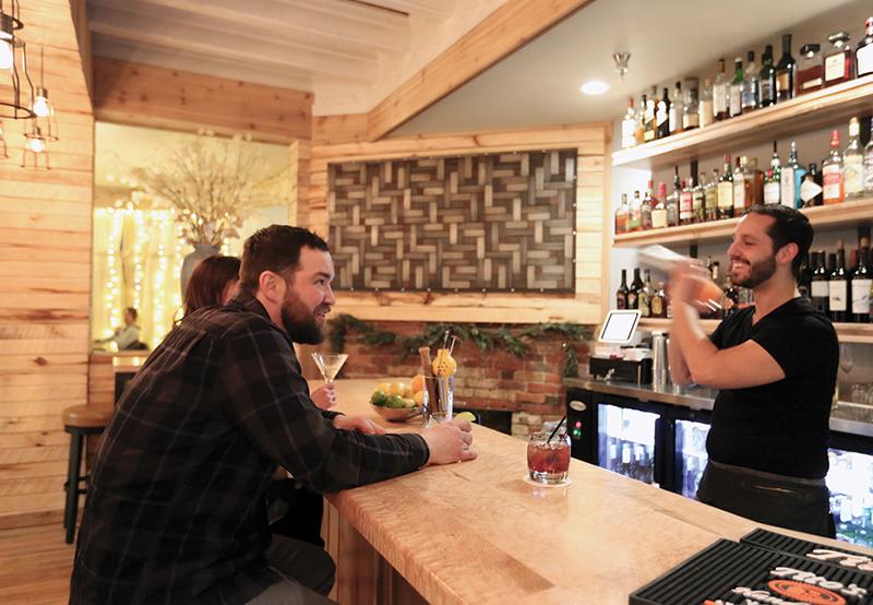 Birdseye Bar at Roam Inn
