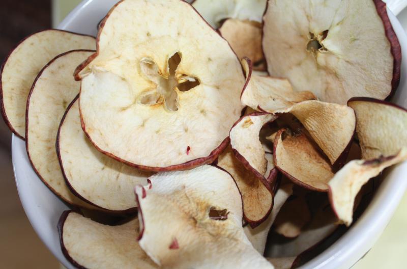 Sun-dried apple slices