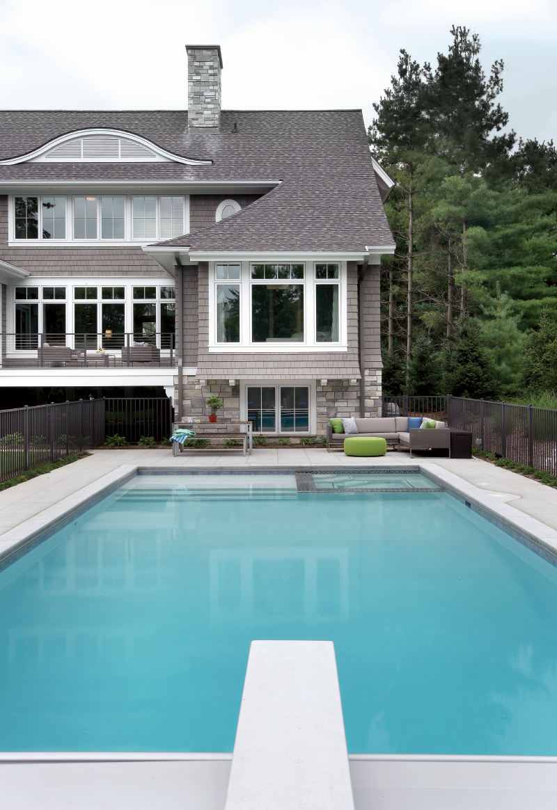 Pool with frost-proof tile